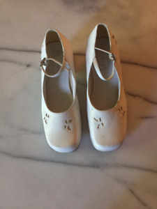 GIRL'S SHOES SIZE 3 MINT CONDITION!!!