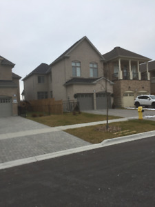 4 BEDROOM HOUSE RENT IN WHITBY $2300