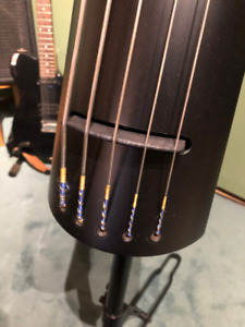 contrebasse électrique// electric upright bass offre//offer