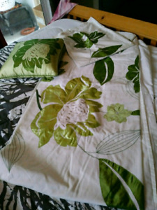 MOVING SALE! FULL/QUEEN DUVET COVER SET $15 TAKES