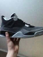JORDAN 4 FEAR *B GRADE* AUTHENTIC SIZE 9.5