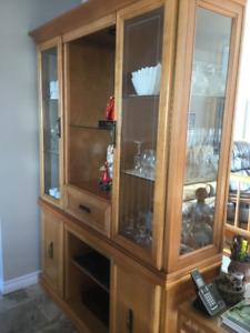 Vaissellier et table en bois pour 6 personnes