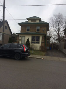 House or Room for Rent Niagara Falls 3 Bedrooms