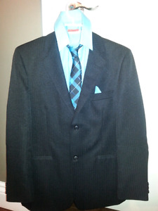 Boys suit size 18