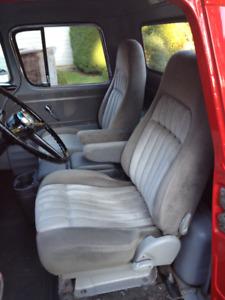 Bucket seats and Console Pickup Van Hot Rod Blazer