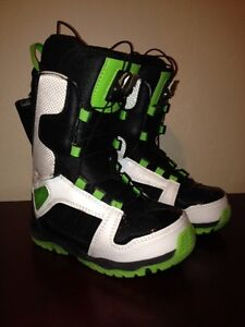 NEW SNOWBOARDING BOOTS $30 a pair sizes 2 3 4 5 SNOWBOARD Cambridge Kitchener Area image 3