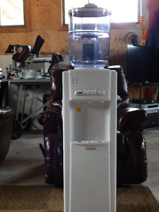 New Water Cooler with Reusable Filtration System