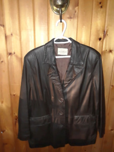 Manteau de cuir brun pour femmes