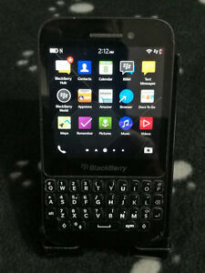 Used UNLOCKED Blackberry Q5