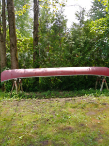 Canoe without paddles  for sale/ Canoe sans les batons a vendre