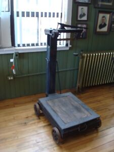 ANTIQUE OLD WEIGH SCALE