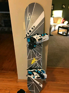 Forum recon snowboard and bindings