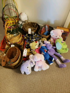 Crafts baskets, stuffed animals lot