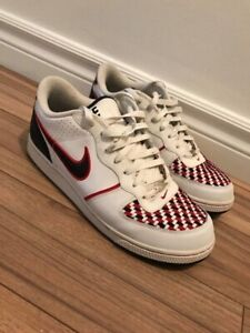 Souliers Nike pour homme, taille 10
