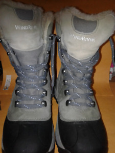 Near New Ladies Vintage Wind River Winter Walking Boots Size 7