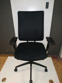 Ergonomic mesh Swivel Office chair