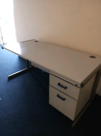Small desk for sale with draws £40