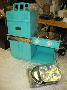 Kenner Ease Bake Oven -- FROM PAST TIMES Antiques - 1178 Albert