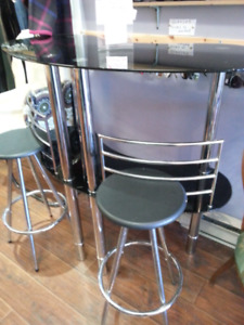 Mini glass bar with stools
