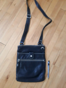 Roots small Venetian Prince Black Leather crossbody bag