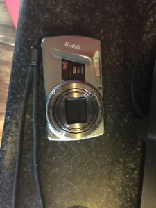 Selling a Kodak easy share M580 camera with charger obo