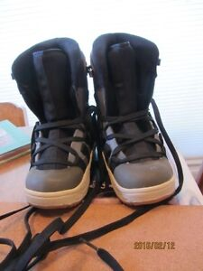 Snowboard Boots - Child's Size 3 US   Immaculate Shape Moose Jaw Regina Area image 1
