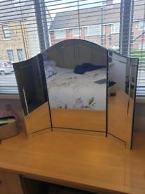Triple dressing table mirror