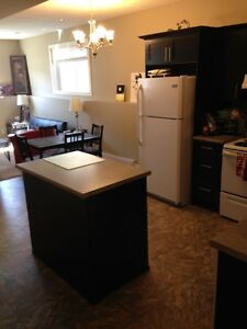 Roomate Wanted Share 2 Bedroom Evergreen Suite w/Female Student