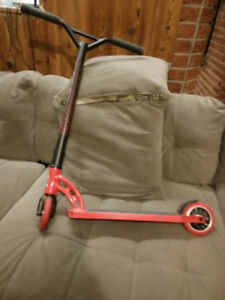 CHRISMAS IS COMING! MGP RED SCOOTER GREAT CONDITION! FOR SALE,
