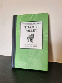 Preloved Batsford's Walking Guides: Thames Valley by Jilly MacLeod