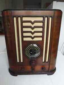 Radio antique a lampe