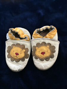 12-18 months Lion leather robeez