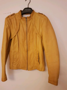 LADIES YELLOW LEATHER JACKET.