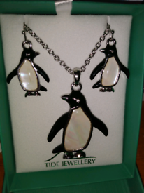 Tide mother of pearl necklace & earrings