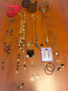 **LOT OF WOMEN'S COSTUME JEWELLERY FOR SALE**