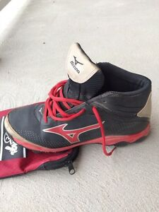 Mizuno boys size 5 baseball cleats