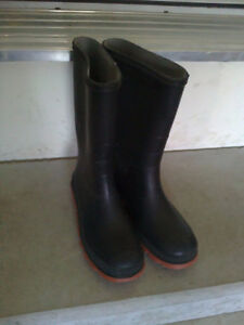 Women's black rubber boots rainboots Size 5 London Ontario image 1