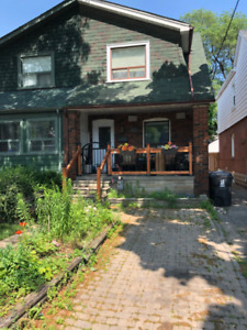 East York/Leaside Beauty - House for rent
