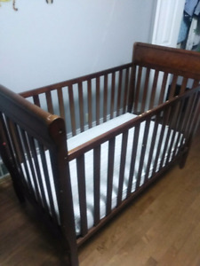 Graco baby crib and change table