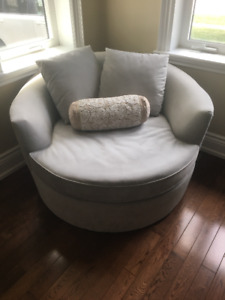 Urban Barn Nest Chair, a relaxing Lounge chair / Couch chair