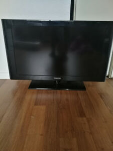 "32"" Flat Screen Samsung TV"