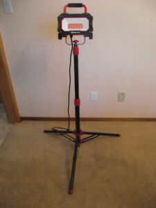 SNAP-ON LED WORK LIGHT w/4Ft HEAVY DUTY EXTENDABLE TRIPOD STAND