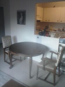 Hardwood dining table round- with 2 leafs