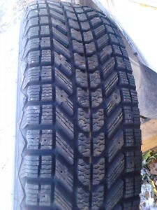 two winter tires 225x75x16  only 1000 km cotynencial