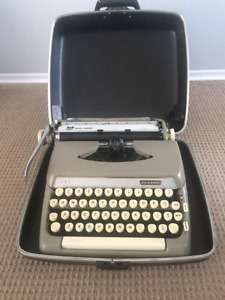 1964 Smith Corona 10 Series typewriter