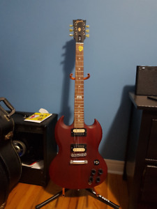 Gibson SG, Peavey Vyper 30 Amp, Cables, Case and more!