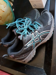 Asics  running shoes like new
