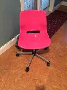 Desk rolling chair