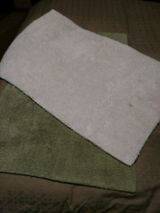 White and green Costco Luxury bath mats $20 takes Both AS IS