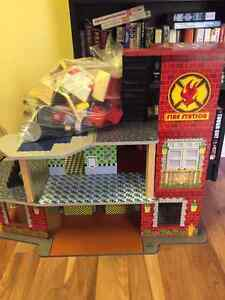 Kidcraft Deluxe Fire Station